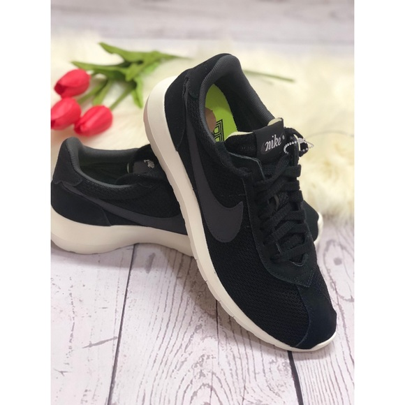 d74e690f4dc31d New Women s black nike Brs